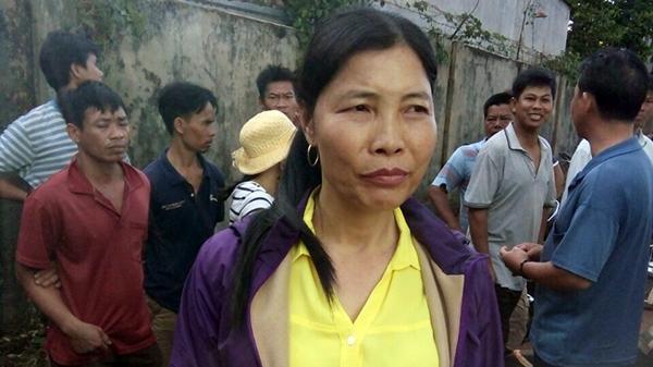 NÓNG: Một phụ nữ bịt mặt bắt cóc cháu bé 5 tuổi bị người dân tóm gọn