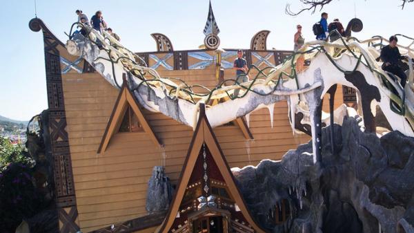 'Ngôi nhà ma quái' ở Tây Nguyên hút khách gần 30 năm