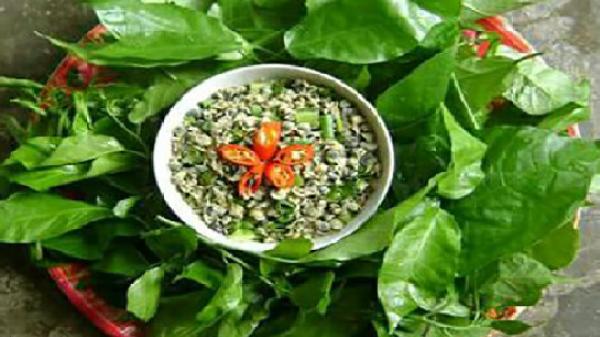 Món ngon xứ Quảng: Canh rau sen nấu hến