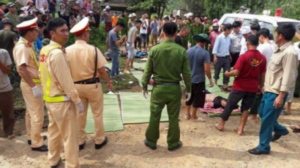 Nóng: Xe bồn đâm xe khách lao xuống vực, 11 người chết tại chỗ