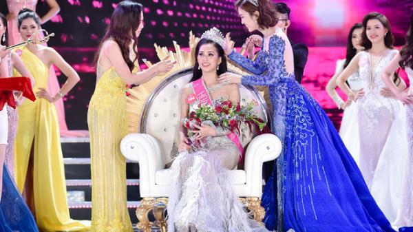 Tân Hoa hậu Trần Tiểu Vy ấp úng, thiếu bình tĩnh trong họp báo