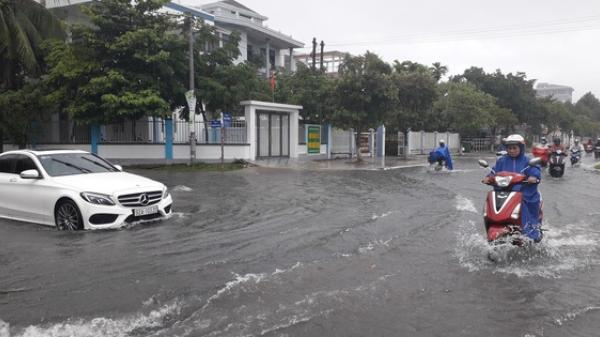 Quảng Nam: Mưa lớn kéo dài, đường phố Tam Kỳ biến thành sông
