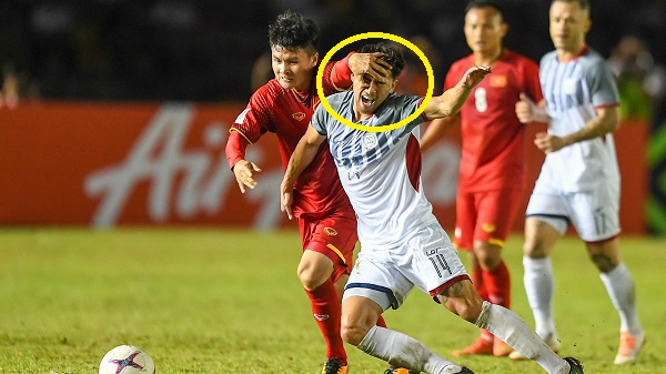 Quang Hải phạm lỗi cực thô với đối thủ khiến trọng tài có ác cảm với Việt Nam?
