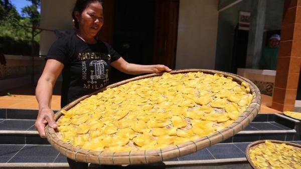 Có một nơi ở Quảng Nam người dân phơi mít chín làm 1 món ăn