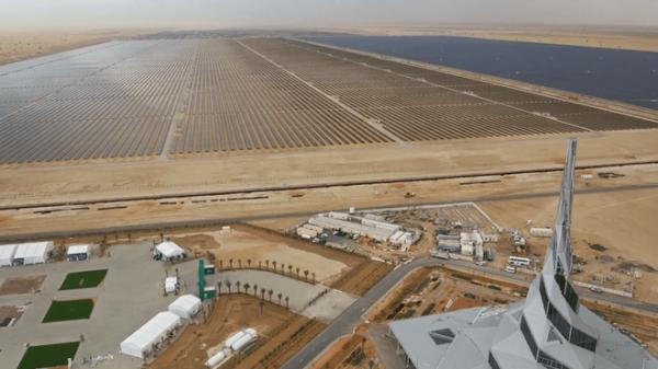 Giữa sa mạc Dubai, người ta sắp sửa hoàn thiện công viên năng lượng Mặt Trời khổng lồ có thể xô đổ mọi kỷ lục