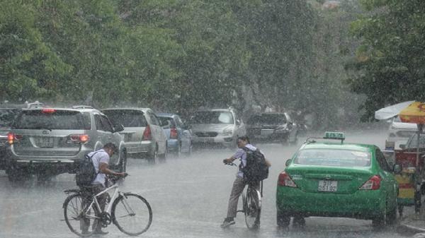 Xuất hiện áp thấp trên biển Đông gây mưa dông mạnh