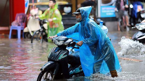 Bắc Bộ mưa như trút, miền Trung lại sắp đón bão