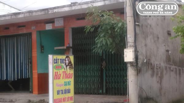 """Đà Nẵng: Đột kích tiệm hớt tóc """"không dao kéo"""", kinh doanh dịch vụ """"mát xa"""""""