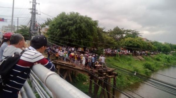 Điện Bàn: Thanh niên rơi xuống sông khi đứng xem tìm kiếm thi thể nhảy cầu Vĩnh Điện