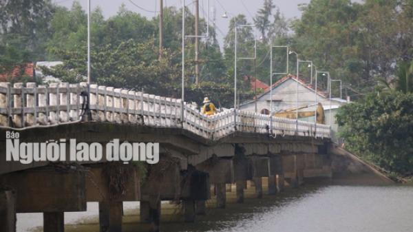 Duy Xuyên (Quảng Nam): Hàng ngàn người liều mình lưu thông qua cây cầu Hà Tân sắp sập