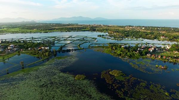 Từ flycam, đắm chìm trong  vẻ đẹp hồn hậu, thơ mộng của dòng sông Thu Bồn xứ Quảng