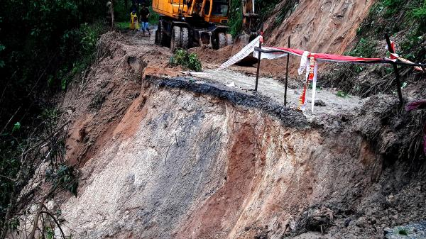CLIP: BÀNG HOÀNG vụ sạt lở đất thảm khốc ở Quảng Nam vùi lấp 5 người, 4 người bị thương