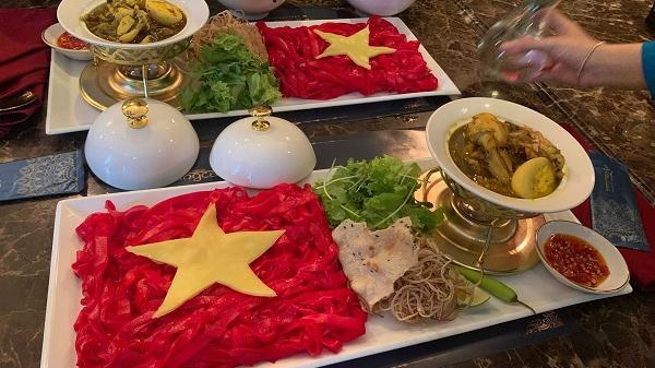 """""""Phát sốt"""" với tô mì Quảng """"khổng lồ"""" ở Đà Nẵng để cổ vũ ĐT Việt Nam trước trận đại chiến với ĐT Thái Lan"""