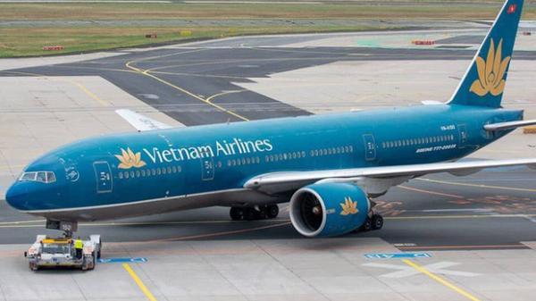 Nữ tiếp viên trưởng hãng VietNam Airlines bị tạm giữ vì nghi buôn lậu thuốc lá, dầu xoa
