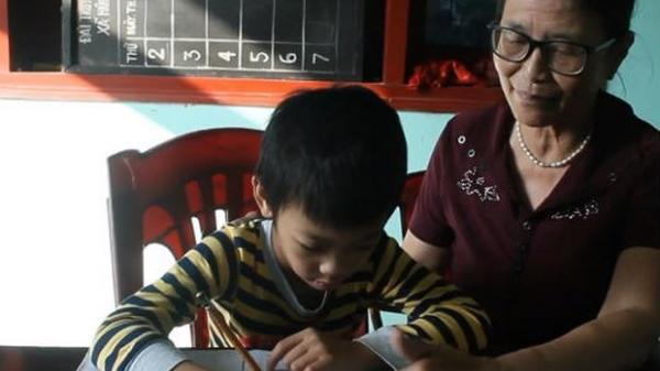 Nghĩa Hành (Quảng Ngãi): Bà giáo về hưu chưa thôi nghiệp trồng người, mở lớp dạy học trò nghèo
