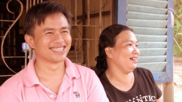 Người đàn ông ở rể chăm mẹ vợ già yếu và 3 đứa cháu bệnh tật