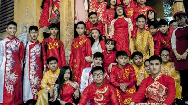 """Học sinh Quảng Ngãi """"khóc than"""" vì ảnh kỉ yếu thảm họa xấu hơn cả chụp bằng điện thoại"""