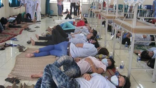 Quảng Ngãi: 21 người nhập viện cấp cứu sau khi ăn bánh mì