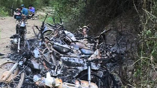 Quảng Ngãi: 9 xe máy của đội tuần tra rừng bị đốt cháy rụi