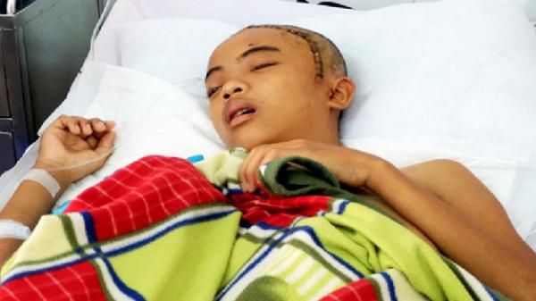 Nghĩa Hành (Quảng Ngãi): Chàng trai mồ côi mẹ bị chấn thương sọ não vì tai nạn giao thông