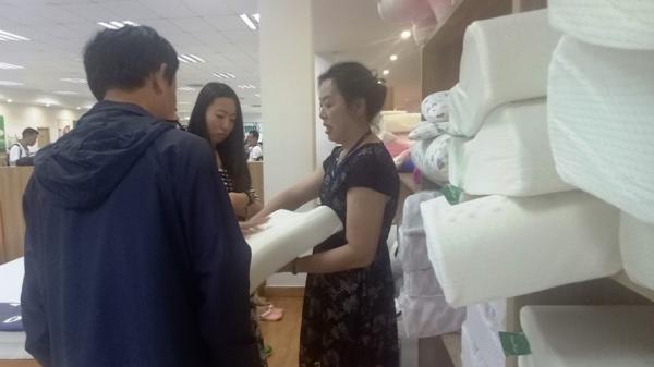 Khánh Hòa: Khách du lịch không chịu... về nước