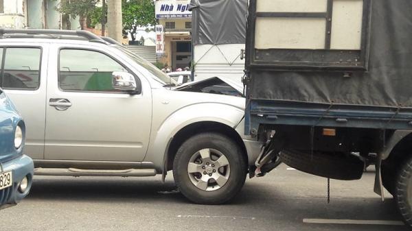 Đà Nẵng: Thắng gấp tránh cô gái ngã xuống đường, 3 xe tông liên hoàn
