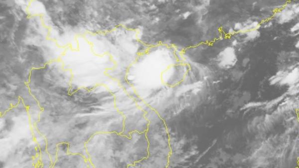 TIN KHẨN CẤP: Bão số 4 đã lao thẳng vào đất liền với sức gió mạnh nhất gần tâm bão giật cấp 11