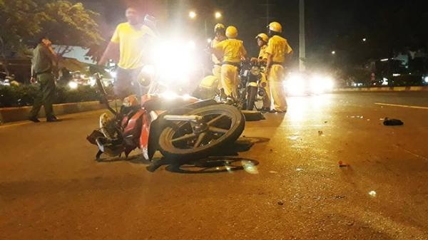 KINH HOÀNG: Bắt xe máy chạy trên làn ô tô CSGT bị tông và kéo lê dẫn đến trọng thương