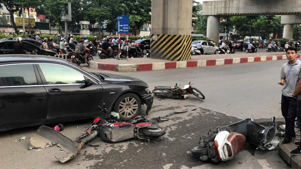 Hà Nội: Nữ tài xế BMW 745 Li gây tai nạn liên hoàn vào giờ tan tầm