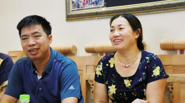 """Bất ngờ: Bố cầu thủ Nguyễn Văn Toàn """"ngậm ngùi"""" lý giải vì sao 'tóc con bạc sớm'"""