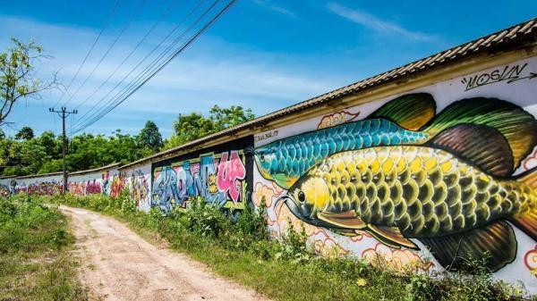 """Du lịch 2/9: Chẳng cần đi đâu xa xôi ngay ở Huế cũng có điểm check-in """"làng bích họa"""" cực hot khiến dân mạng 'đổ rầm rầm'"""
