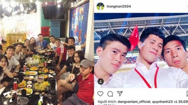 Tiến Dũng, Quang Hải, Đức Chinh tụ tập ăn uống, còn Công Phượng lặng lẽ đi uống một mình