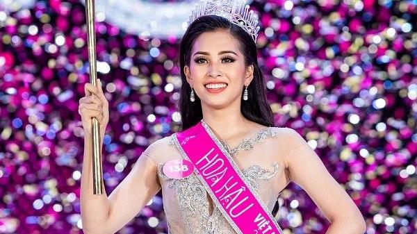 Lộ clip nghi là Hoa hậu Tiểu Vy 'quẩy' hết mình trên bar khi chưa học hết THPT