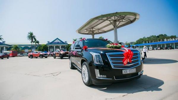 Choáng ngợp trước dàn siêu xe Cadillac trong lễ ăn hỏi của cặp trai tài, gái sắc