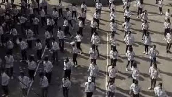 Clip học sinh Nam Định vừa tập thể dục vừa múa võ khiến dân tình thích thú