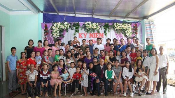 Dân mạng khoe ảnh đại gia đình sum họp ngày Tết: Không có đông nhất, chỉ có đông hơn!