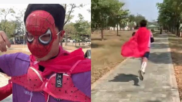 Xuân Trường khiến fans 'cười rớt hàm' khi bất ngờ phải diện đồ lót hồng chạy khắp đường