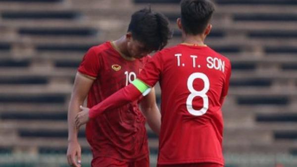 Cầu thủ U22 Việt Nam khuỵu gối, không đứng vững sau trận thắng U22 Campuchia
