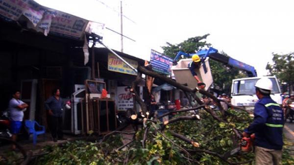 D.ông lốc làm tốc mái nhiều nhà dân và trường học ở Tuyên Quang, thiệt hại nghiêm trọng