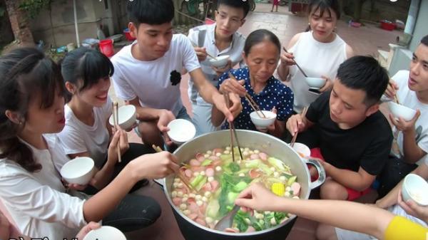 Ăn mừng ĐT Việt Nam chiến thắng bà Tân Vlog đã làm nồi lẩu Thái siêu cay khổng lồ đây rồi