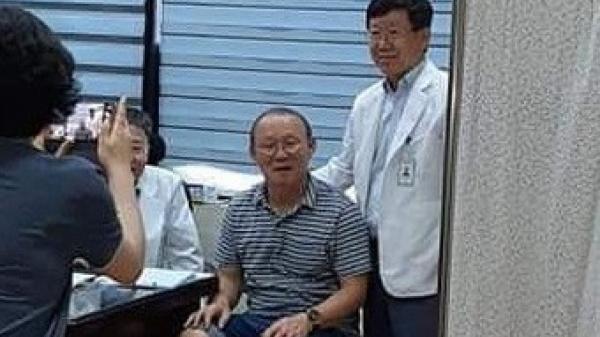 HLV Park Hang-seo gặp vấn đề về sức khỏe, phải đi khám gấp khi vừa về tới Việt Nam