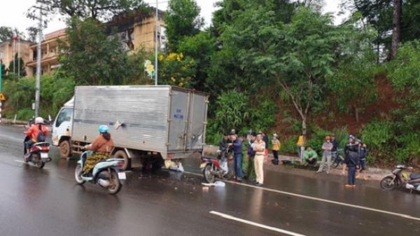 T.ông vào xe tải dừng trên đường, 1 cán bộ trại tạm giam t.ử v.ong