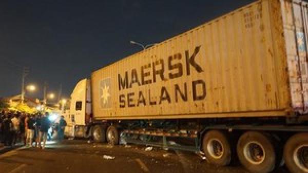 Xe container mất lái, lao qua dải phân cách t.ông 4 người trong một gia đình thươ.ng vong