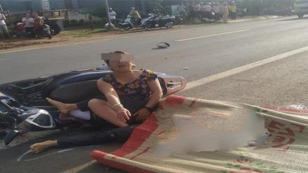Tây Nguyên: Người vợ khóc ngất bên cạnh t.hi th.ể chồng ngã xuống đường bị xe tải cá.n t.ử v.ong