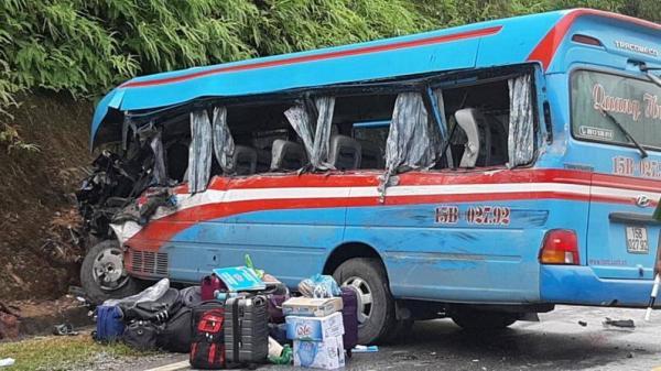 Xe khách chở đoàn thiện nguyện gặp tai nạn ở Tuyên Quang