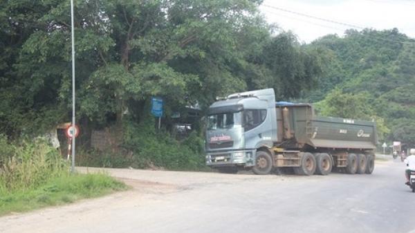 """Đắk Nông: Xe tải chở cát tung hoành, đường 10 tấn oằn mình """"cõng"""" tải trọng 50 tấn"""