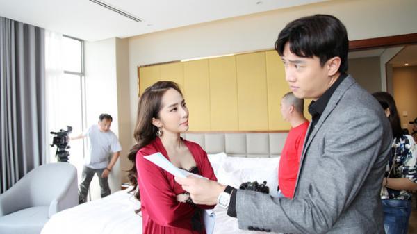 """Quỳnh Nga gặp """"tai nạn nghề nghiệp"""" trong cảnh nóng nhất phim Về nhà đi con"""