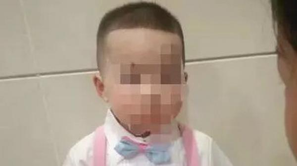 Bé trai 5 tuổi bị mẹ kế đán.h v.ỡ n.ội tạ.ng dẫn đến t.ử v.ong, á.c phụ đã bị bắt nhưng cư dân mạng lại căm phẫn người này