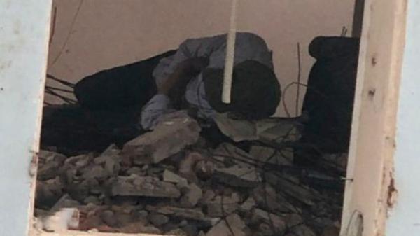 Cảm động hình ảnh ông bố phụ hồ gà trống nuôi con ăn học nằm co ro ngủ giữa đống vữa ng ổn ng ang