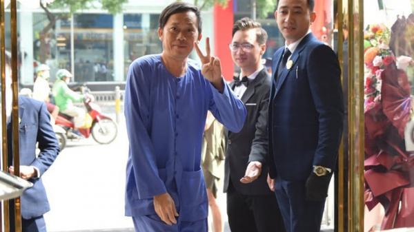 """NS Hoài Linh lại bị ngầm chỉ trích """"Mặc áo bà ba, đi dép kẹp dự lễ là vô phép, vô tắc"""", chuyên gia văn hóa nói gì?"""